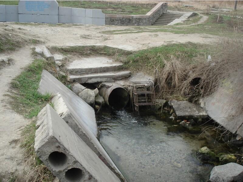 Руины Октябрьского родника